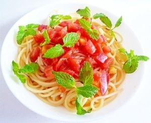 トマトとフレッシュミントの冷製パスタ