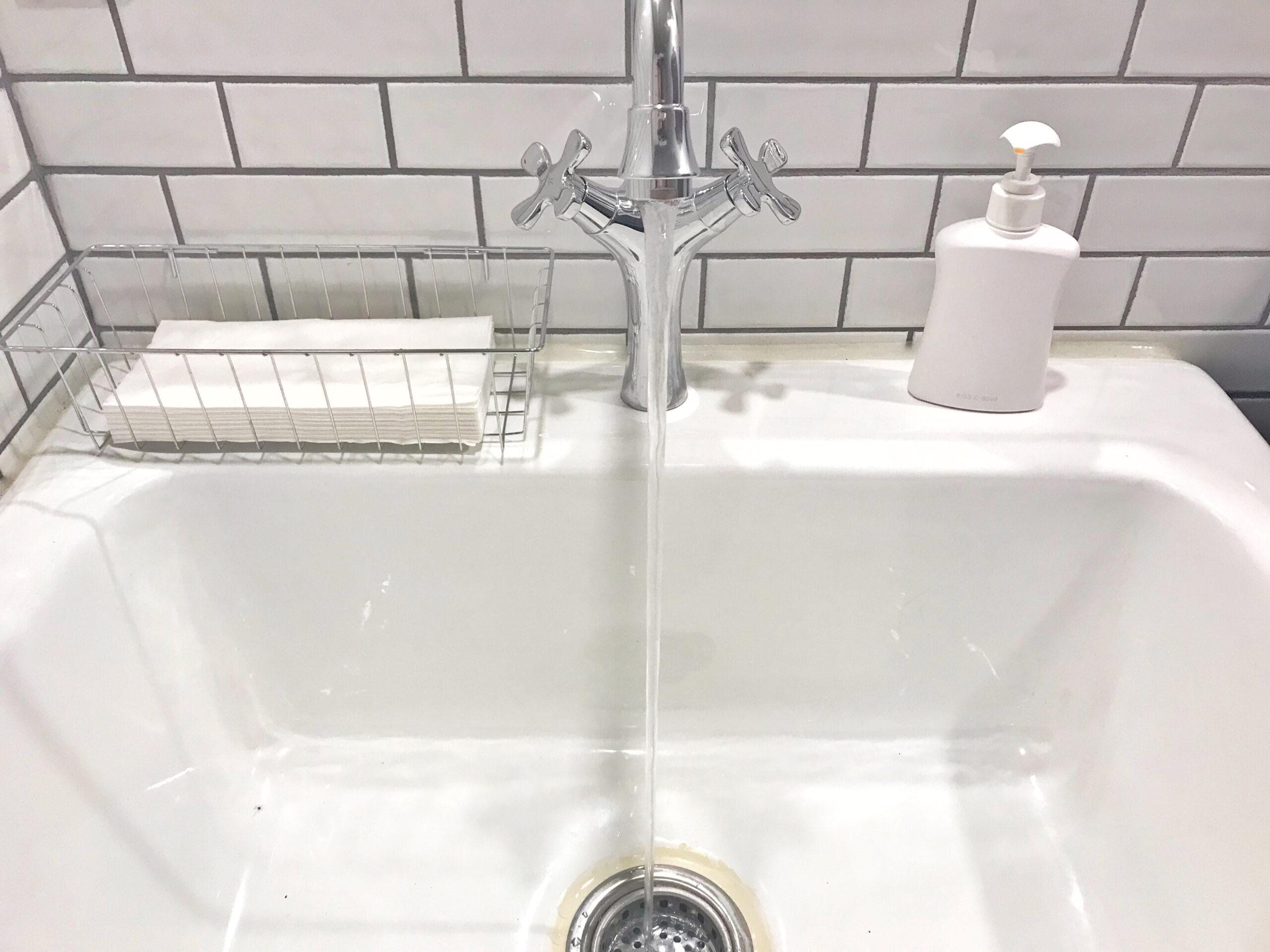 ぬるま湯=冷たくない水で
