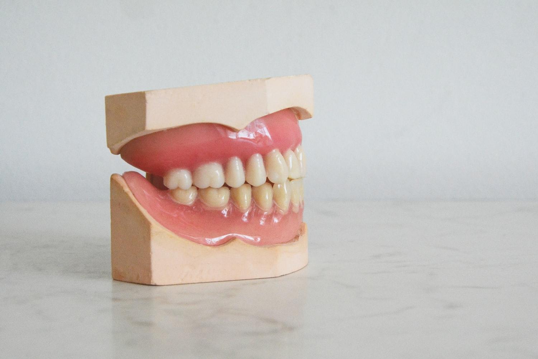③歯並びが悪くなる