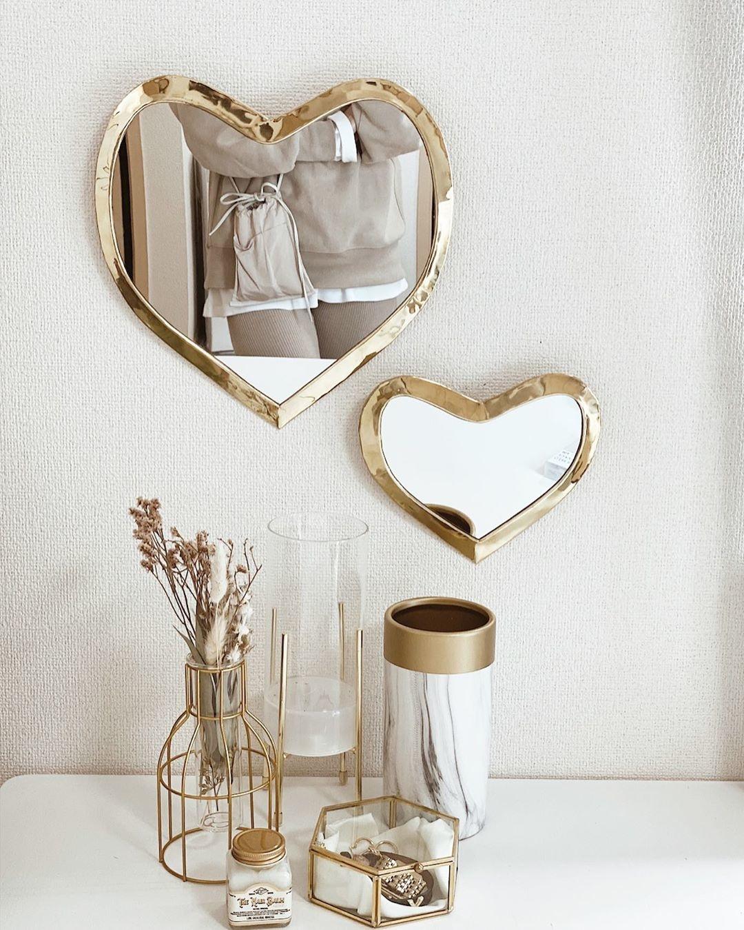 ♡:変わった形の鏡