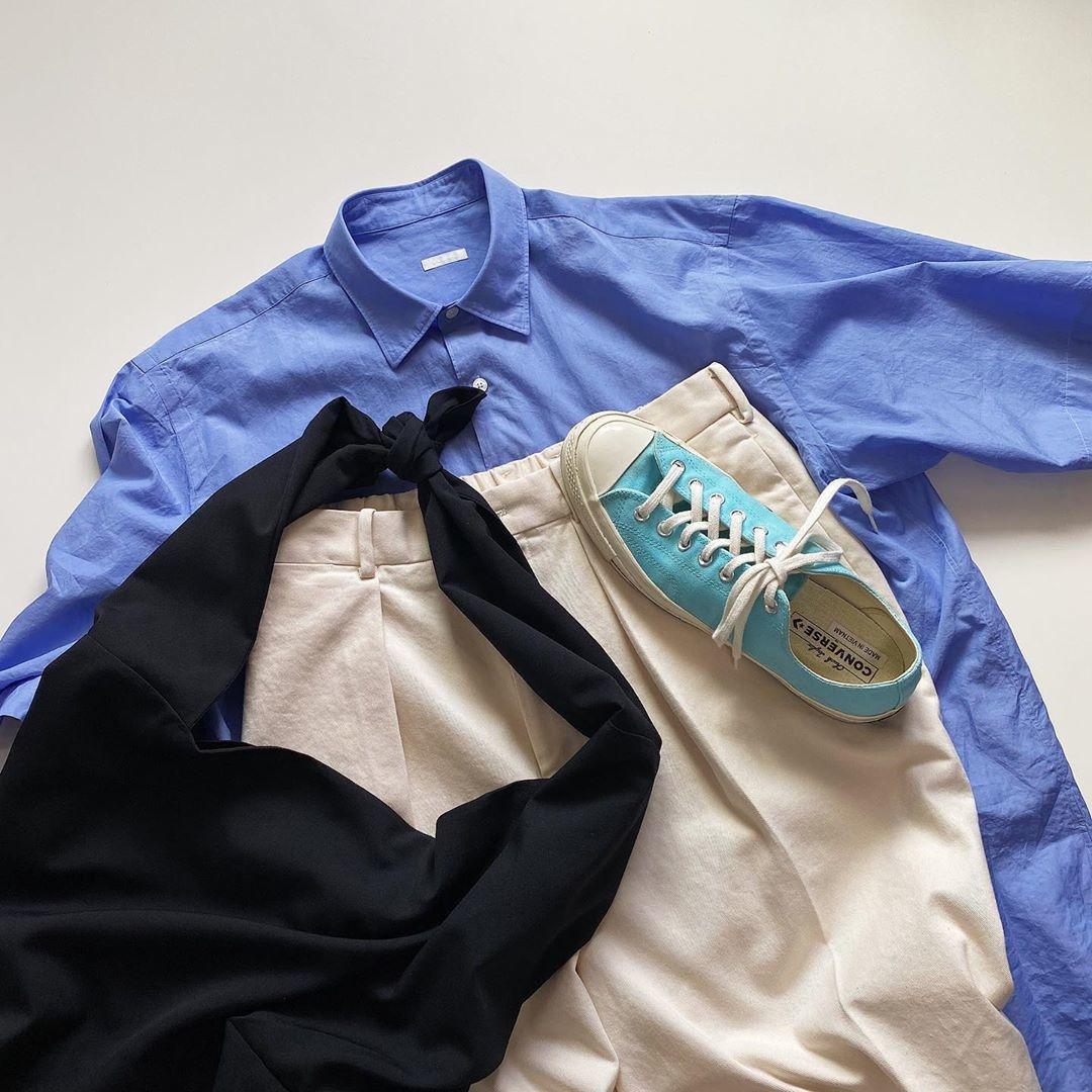 COMOLIといえばブルーのシャツが人気