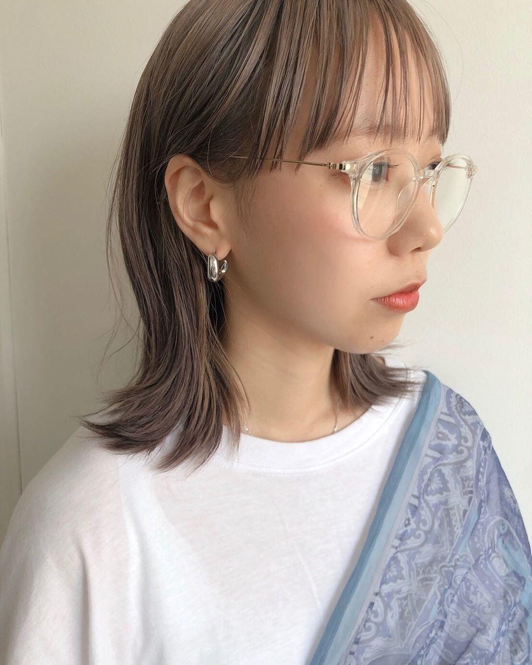 クリアメガネで女の子っぽく