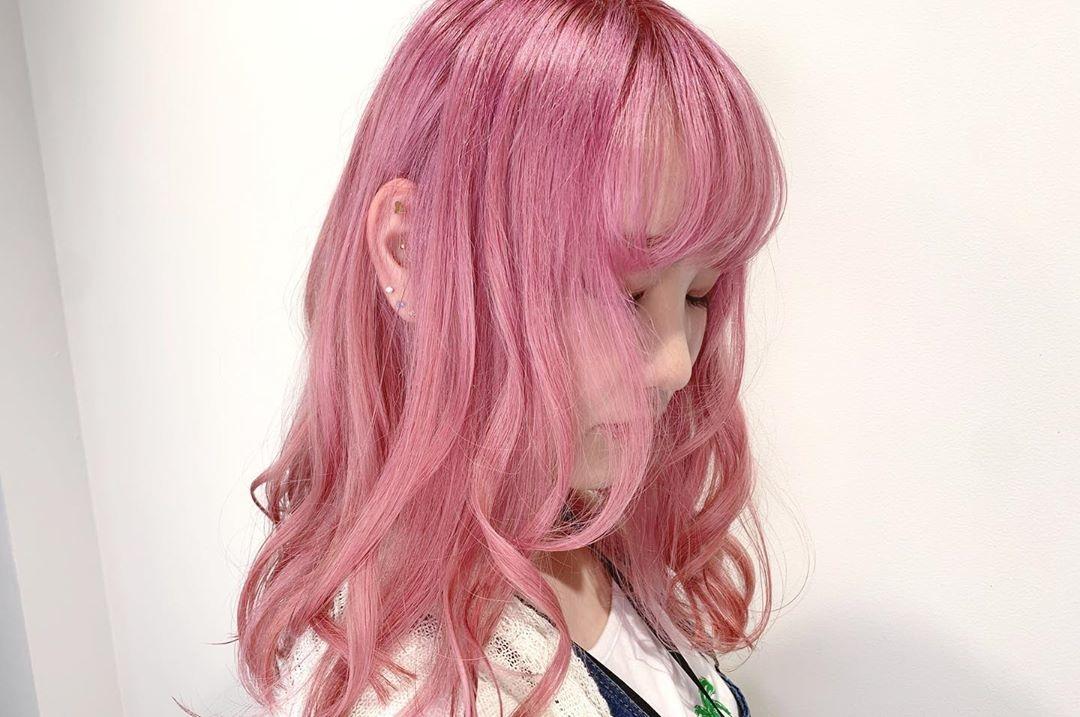 ピンク系ヘアならピンクブラウンをチョイス