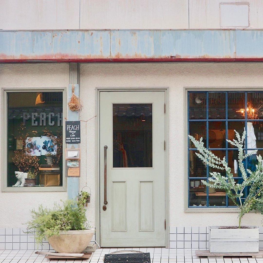 雑貨とカフェのお店