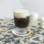 白/黒のコントラストが美しい。'アインシュペナー'の魅力と日本のカフェまとめ