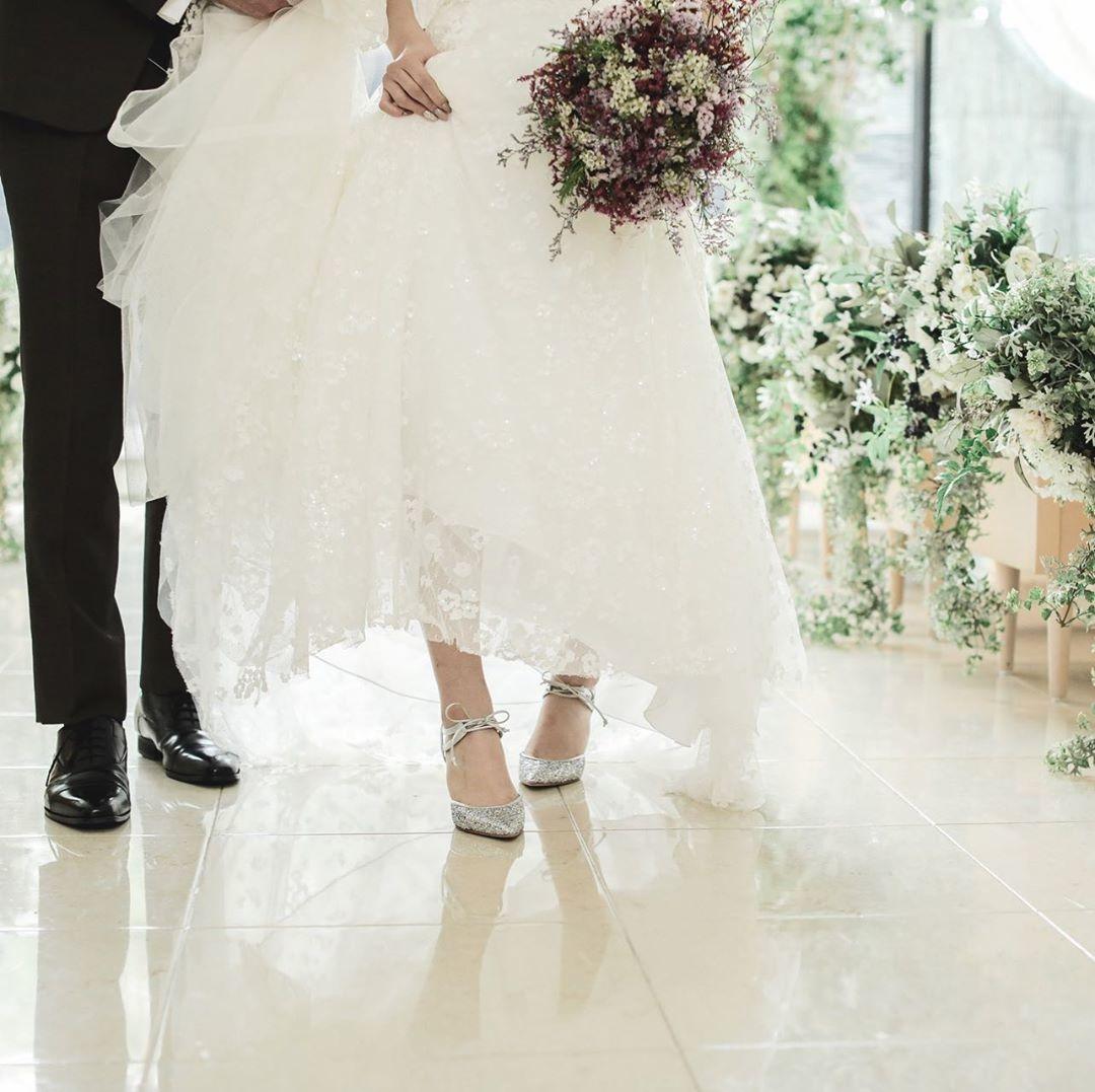 結婚式って何履けばいいの?花嫁におすすめの4大ブランド&呼ばれる側のパンプス事情