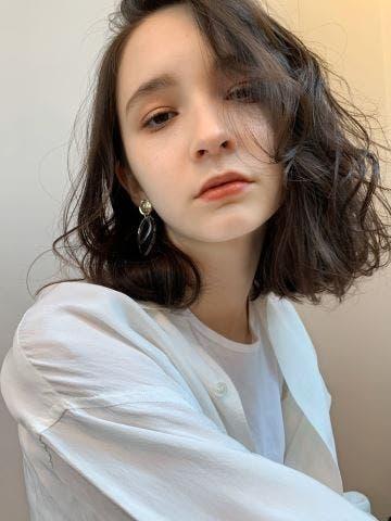目指すはかきあげ前髪の似合うかっこいい女の人。セットの仕方と似合うコーデをご紹介