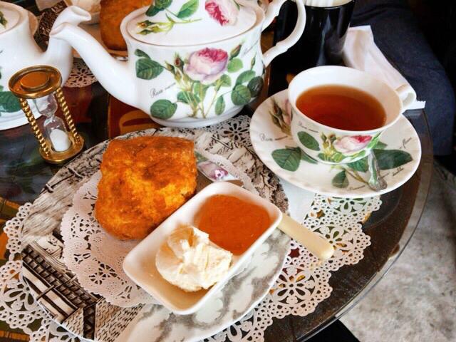 11:30 ヴィンテージなカフェでお茶