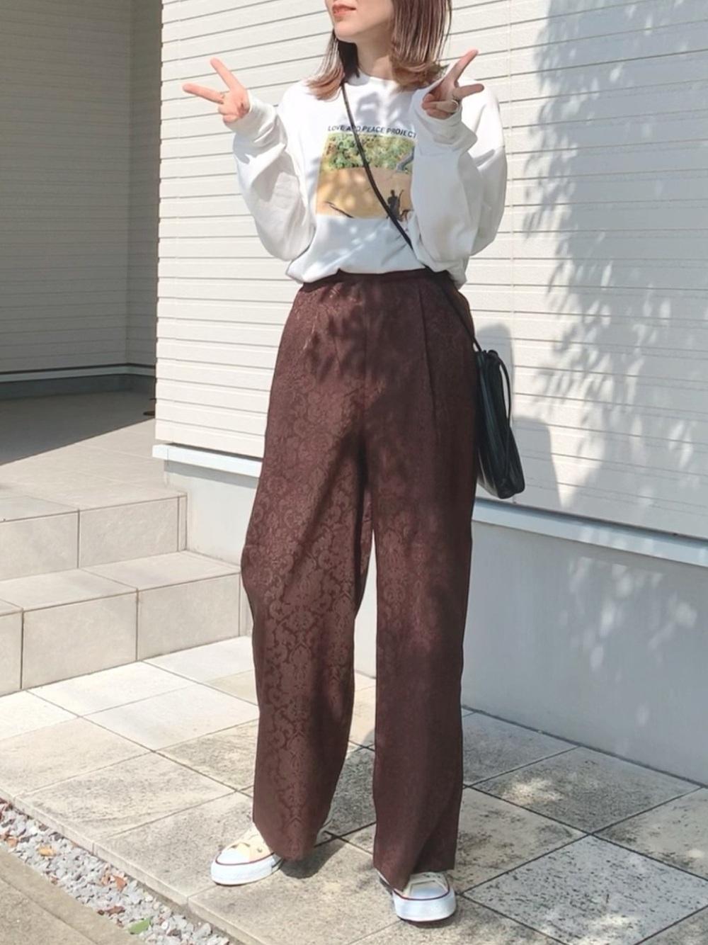 ロンT×ジャガード柄パンツの最強コーデ