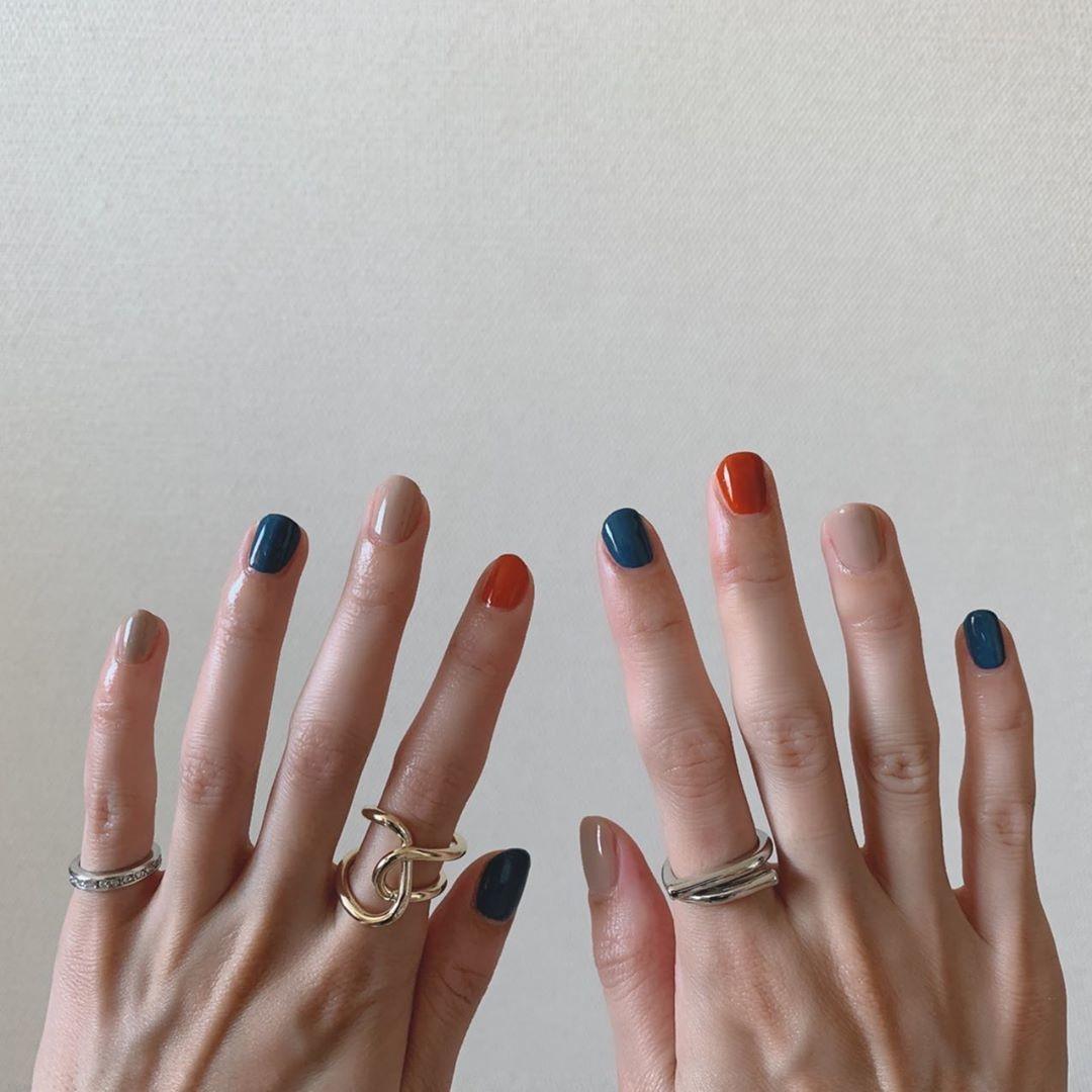 #2 オレンジ×ブルーが小粋な印象に