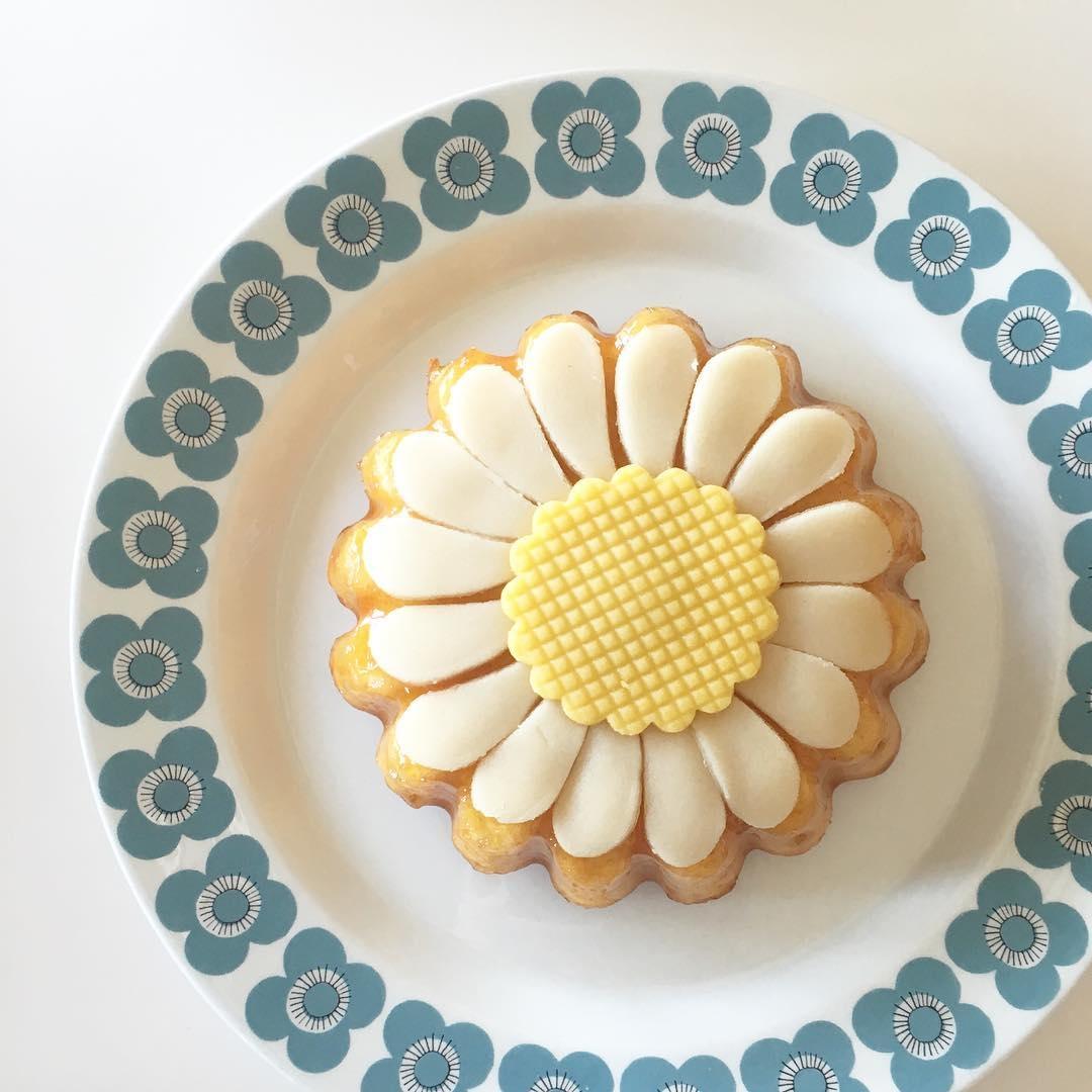 アンズジャムが入った可愛いケーキが