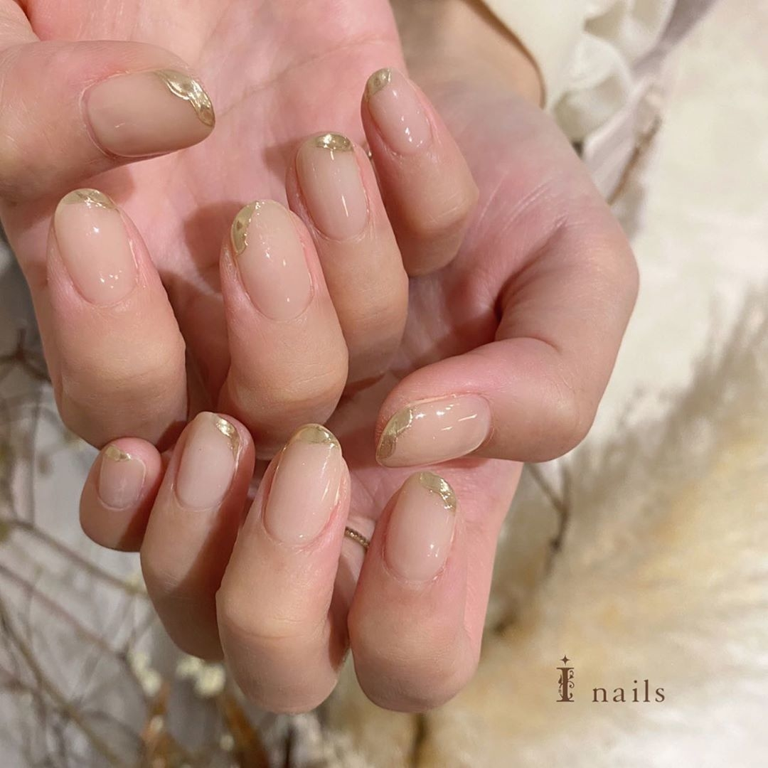 爪先を彩るメタリックカラー