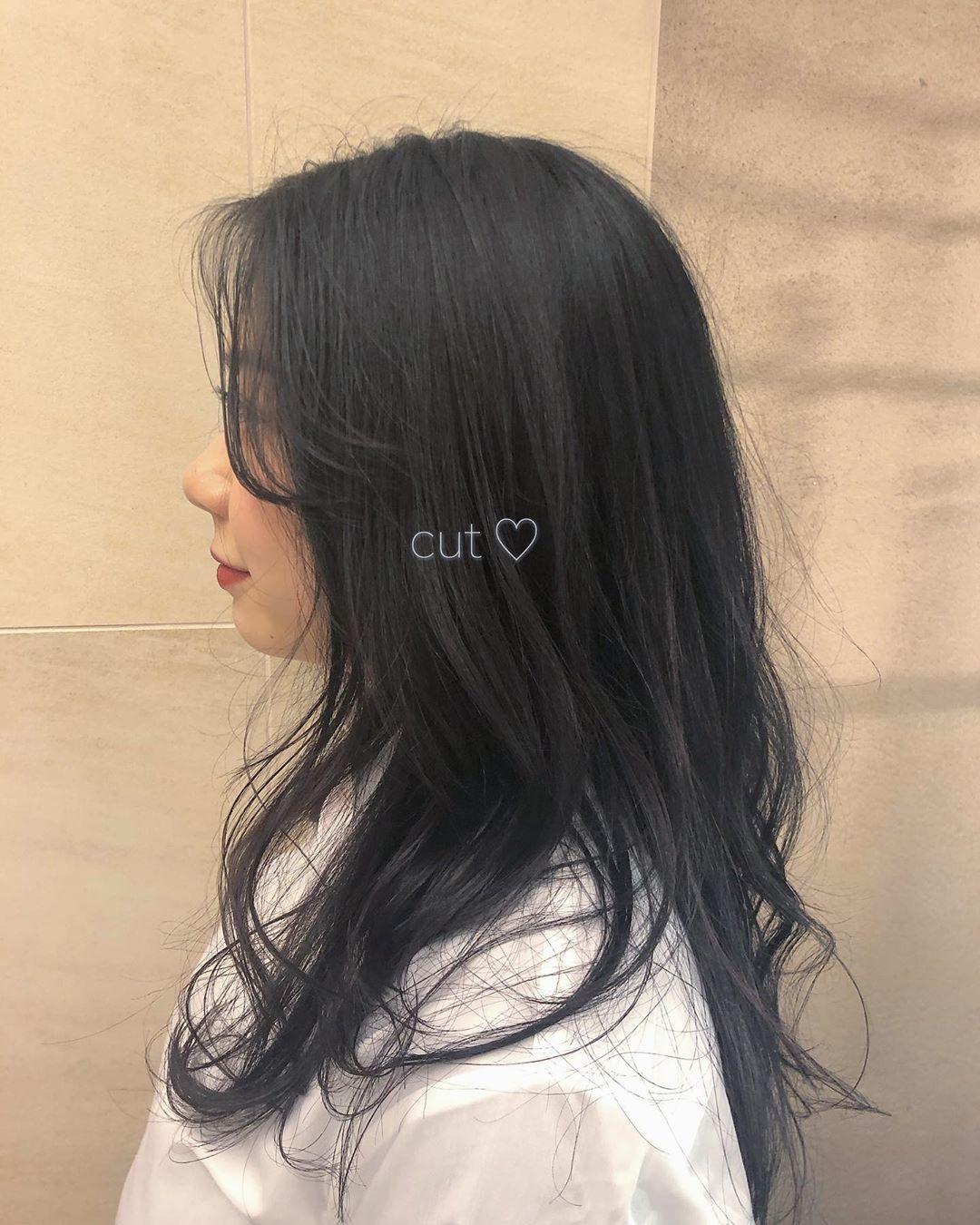暗髪は深いブルーベースで|