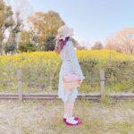 狙うはベストオブ可愛い♡モデル気分で写真に写りたいお花畑に似合うコーデ特集