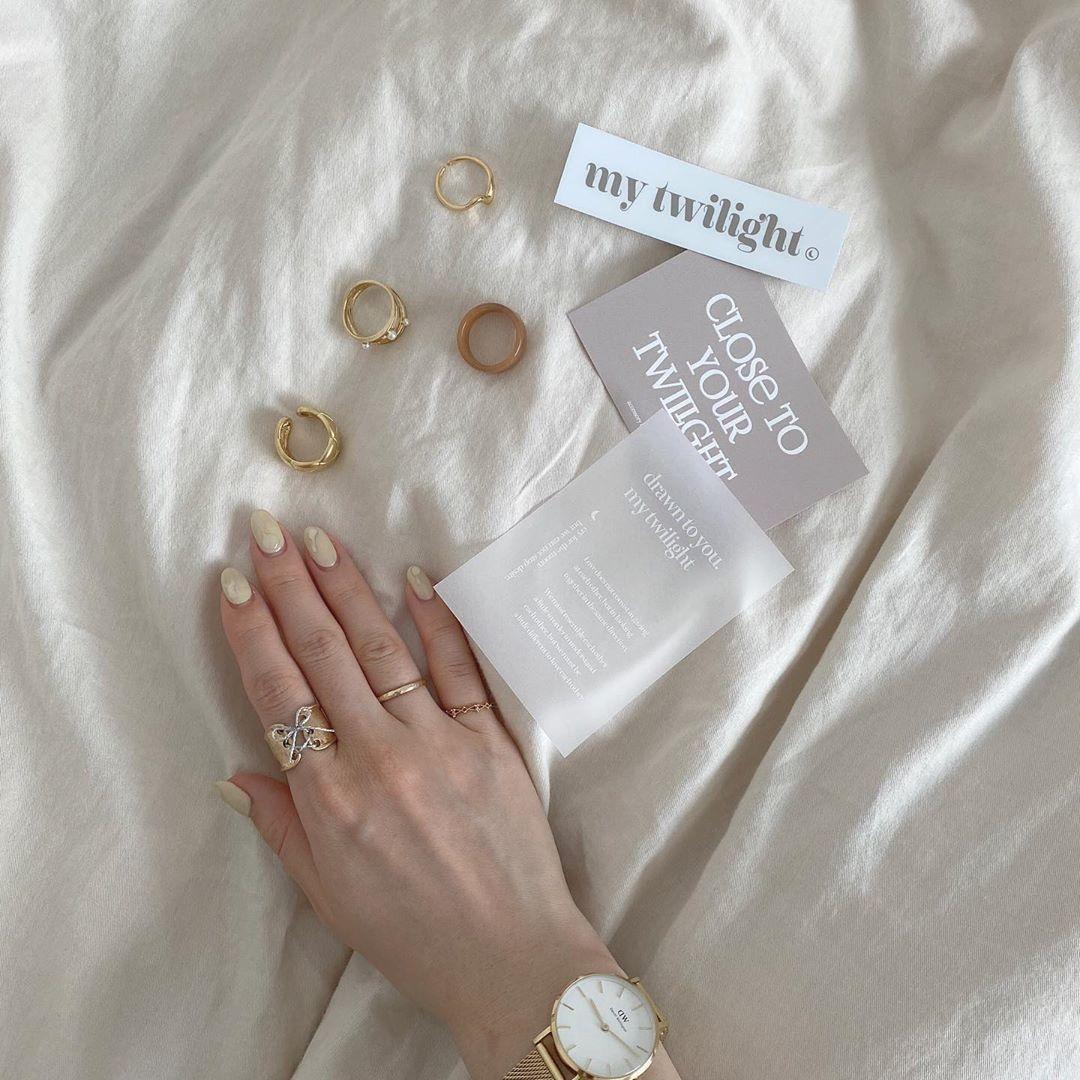 目指すはリングの似合う綺麗な指。細く長く美しく見せるためのネイルとあれこれ