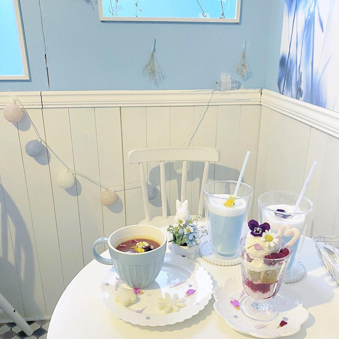 幻想的な空間で美しい思い出を。ブルーの儚さにうっとりするロマンティックカフェ