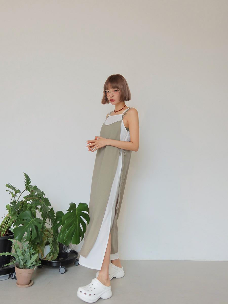 ワンピースを着る女性