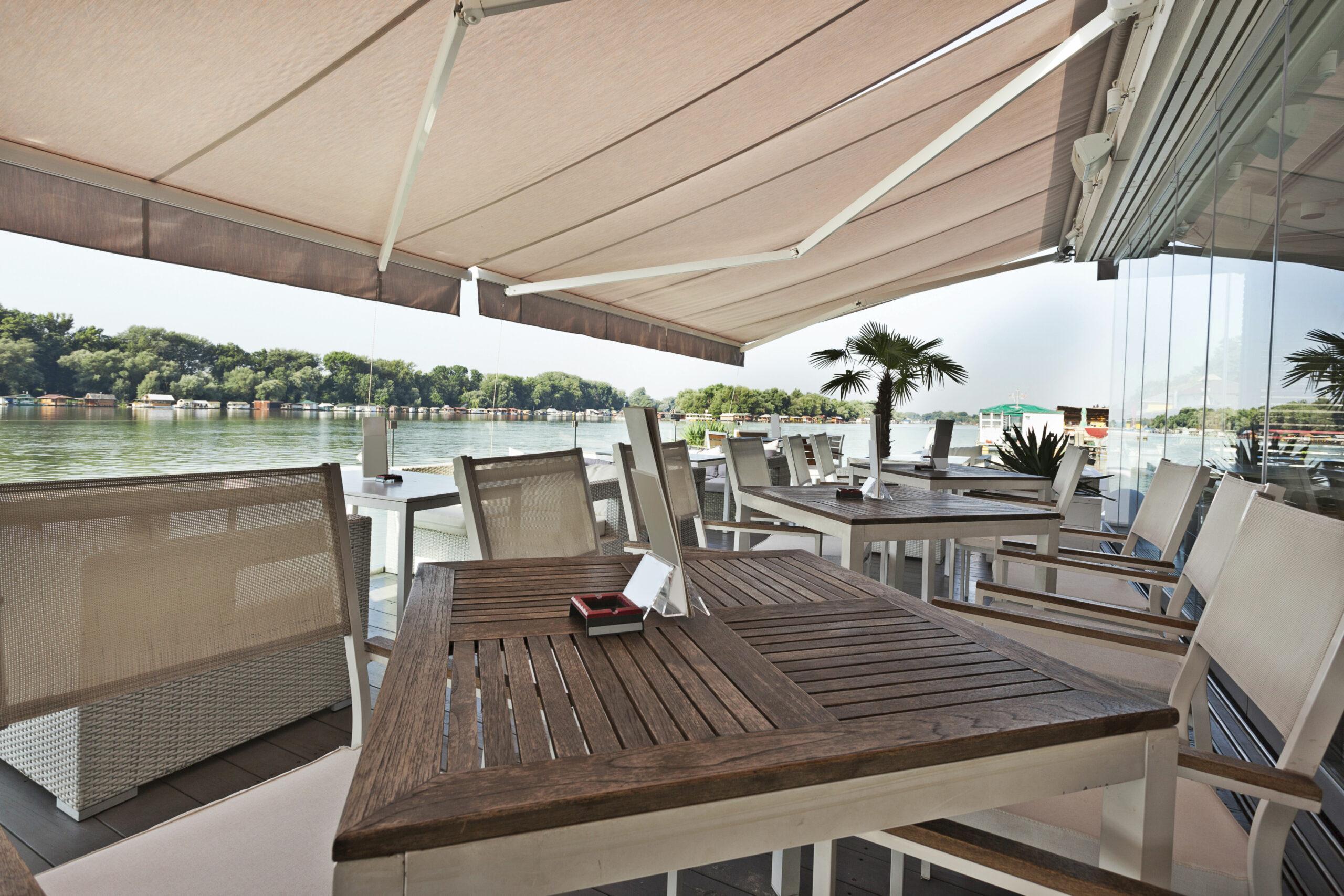 「川沿いカフェ」の魅力に迫る