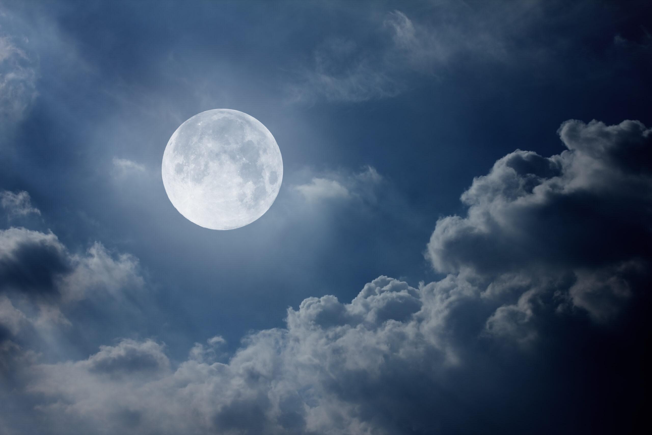 月の満ち欠けを香りで楽しむ
