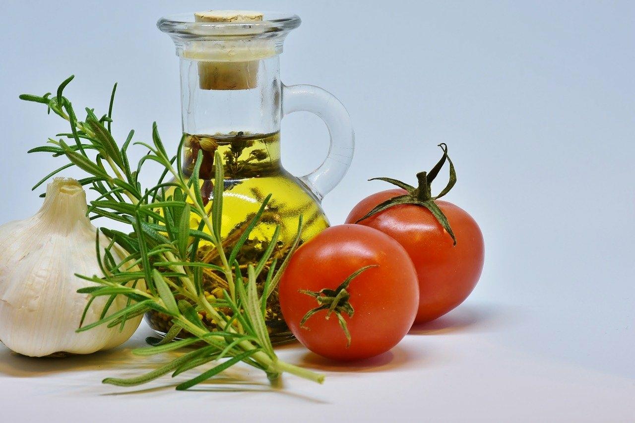 トマトは油と一緒に