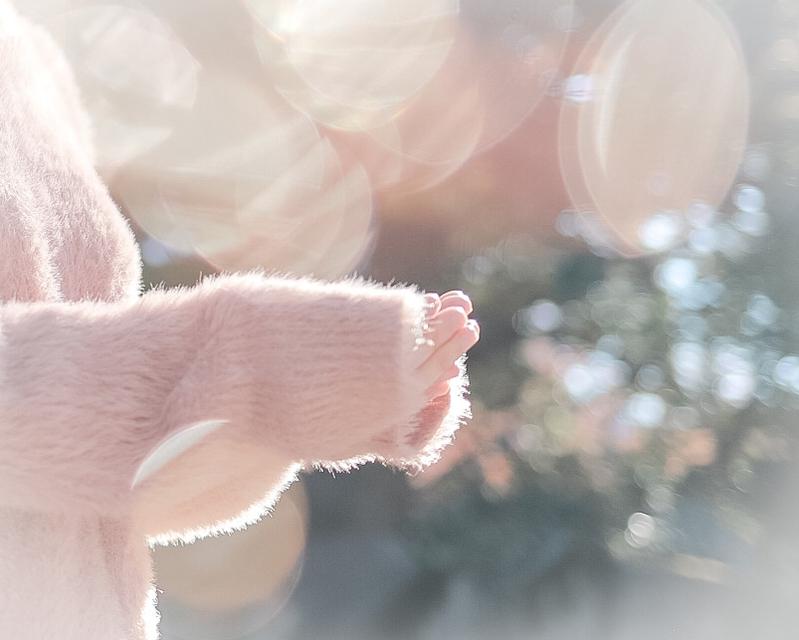 1. 手を温めるように萌え袖を作って