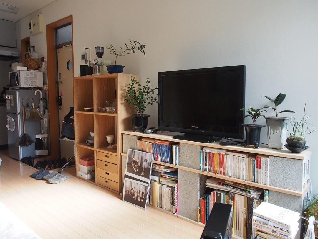 :本棚にもなるテレビ台
