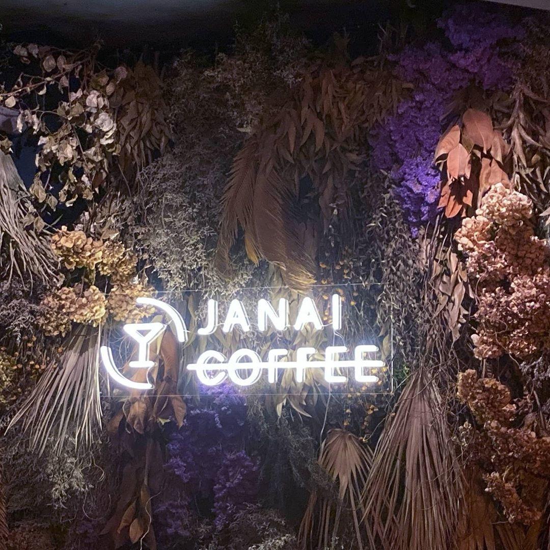 ちょっと一休みで『カフェ』へ…