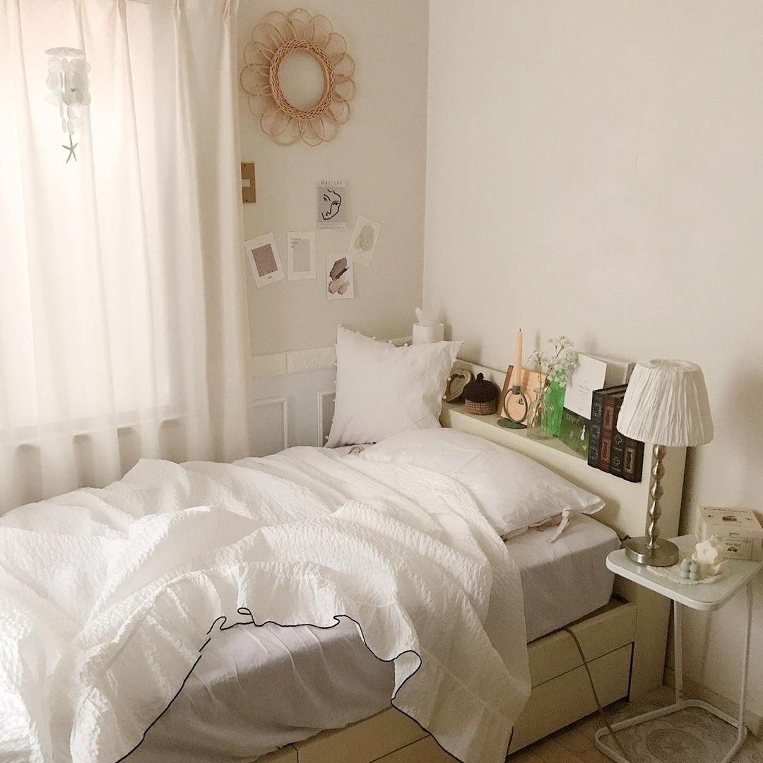 1:ベッドカバーはシンプル一択