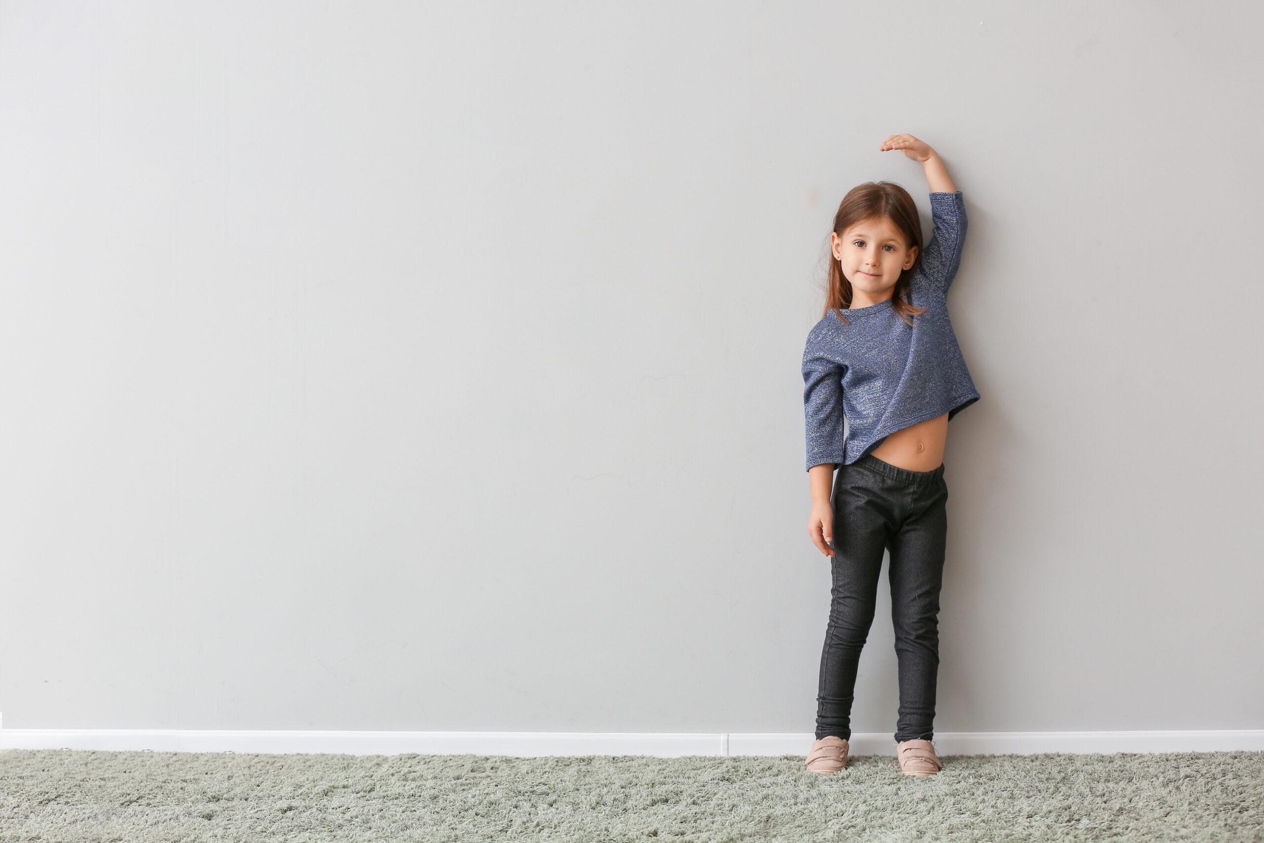 壁に背を向けて、まっすぐ立ってみて