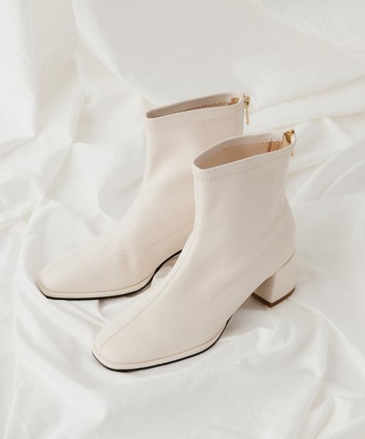 参考にしたい白ブーツコーデを紹介します