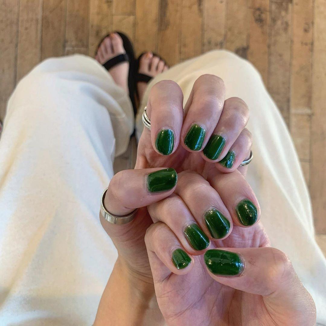 ▷|green nail
