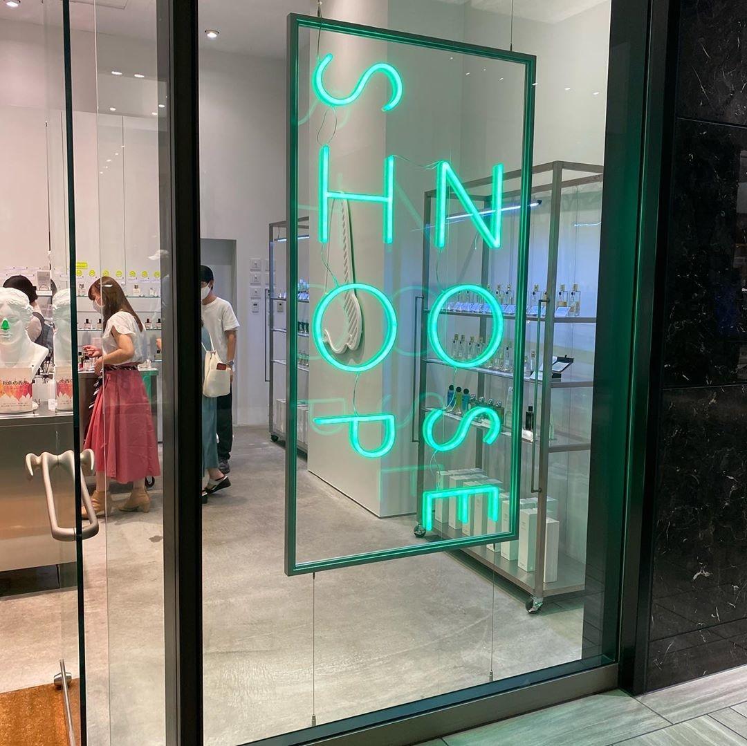 緑のネオンが目印!日本には6店舗あるみたい