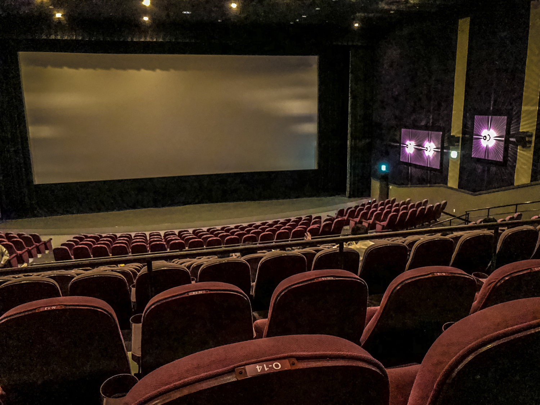 ホームシアターで映画館のような空間を
