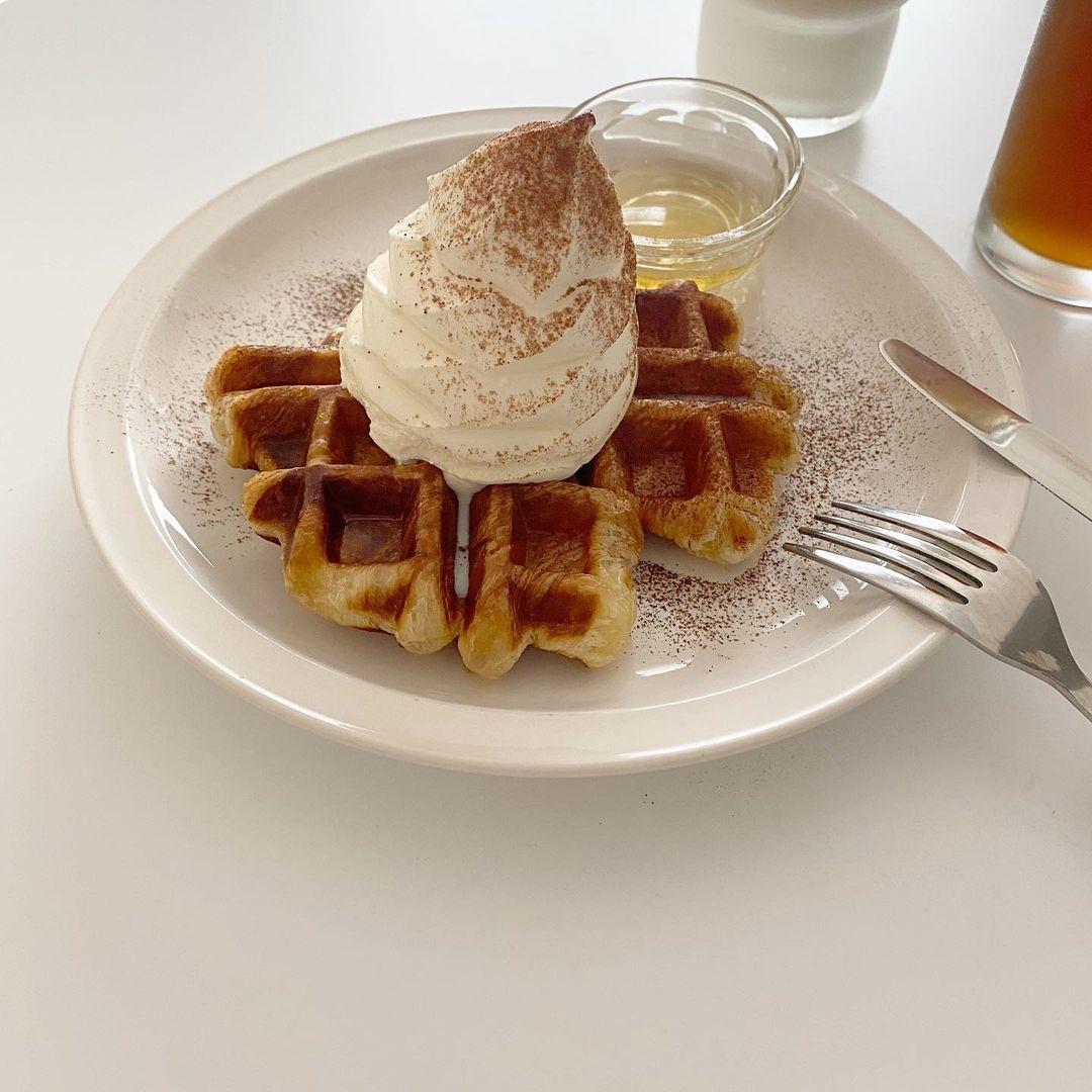 ソフトクリームをのせてカフェっぽく