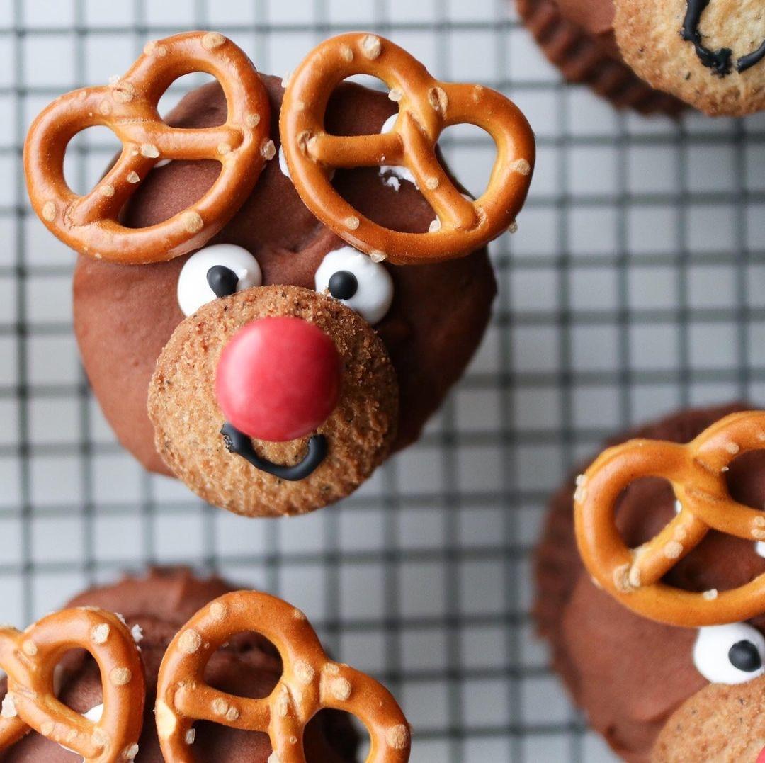クリスマスだから、お菓子を作ってきたの♡