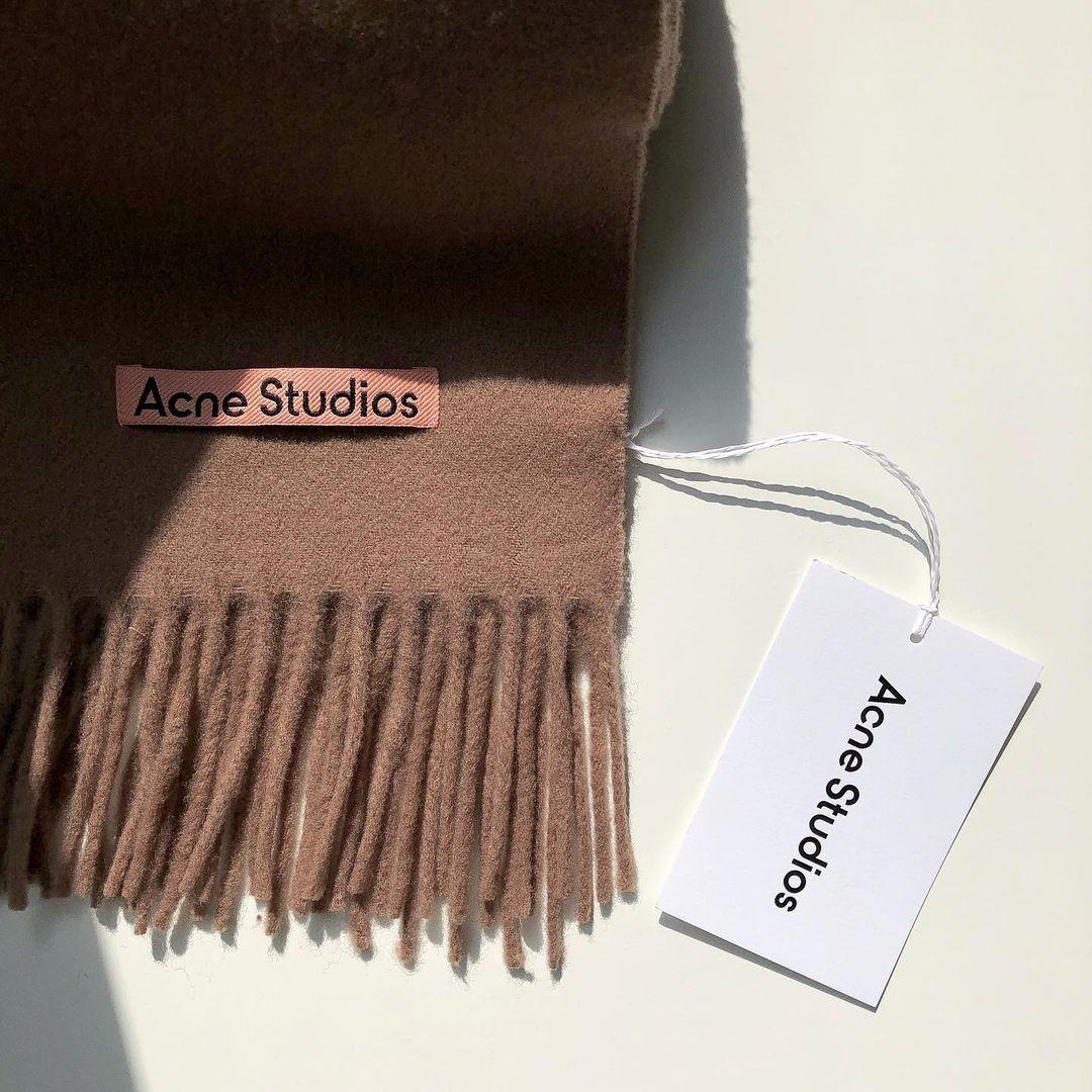 Acne Studiosのスカーフ、やっぱり欲しい