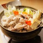 寒い季節にアツアツのお鍋を囲みましょ。シンプルから洋風まで体温まるレシピ5選
