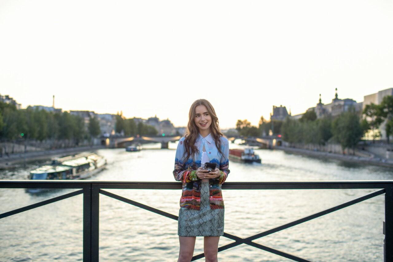 おしゃれな世界に浸りたい♡『エミリー、パリへ行く』のファッションが可愛すぎる