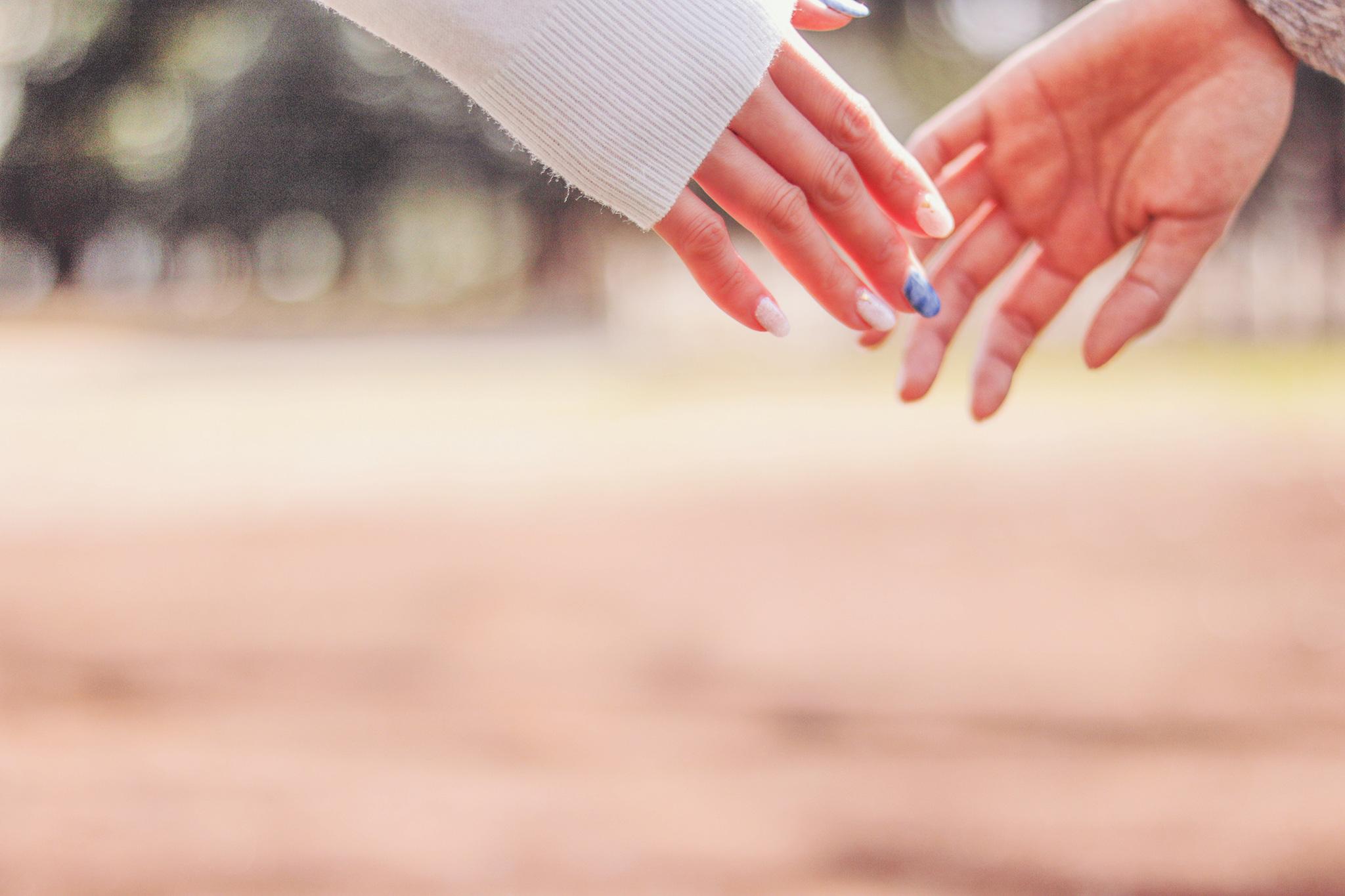 ふとした瞬間に手を握ってくれる