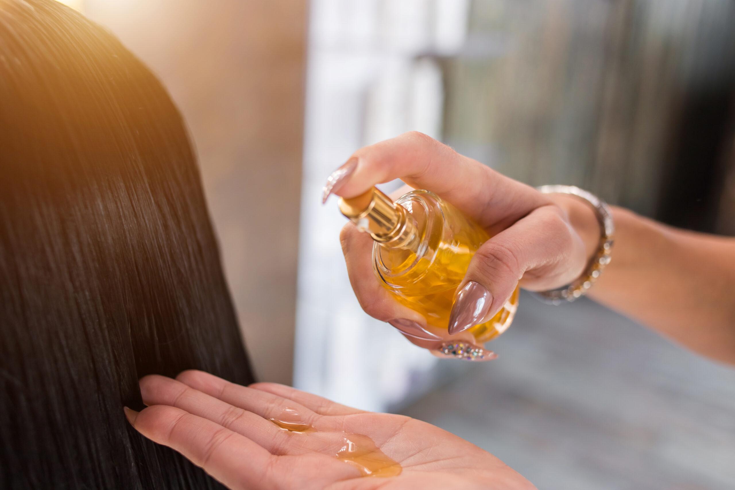 髪を乾かす前に、うるおいを与えて