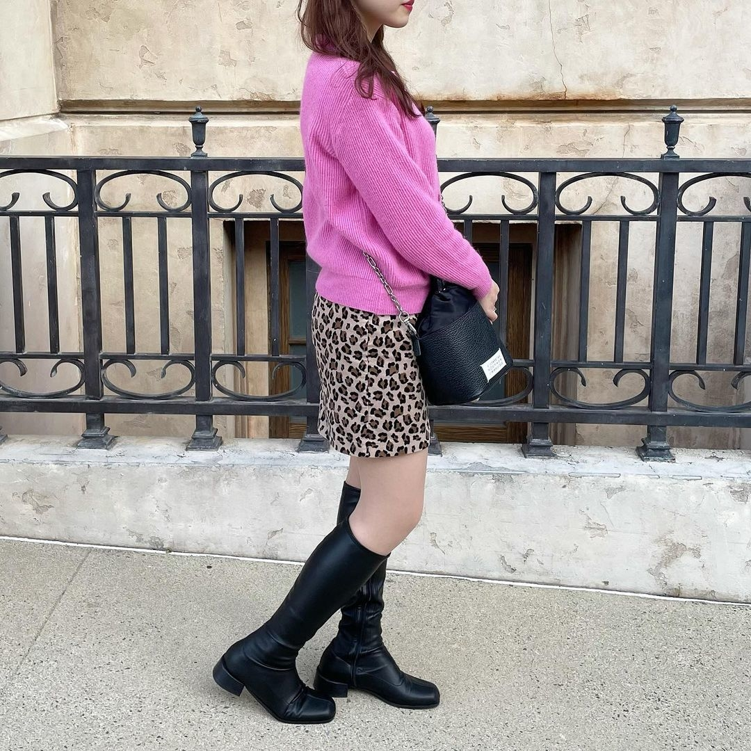 ピンクニット×レオパード柄スカート