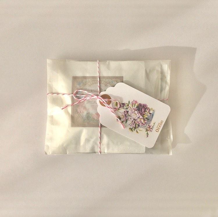 ③:シンプルな包装紙を使ったラッピング