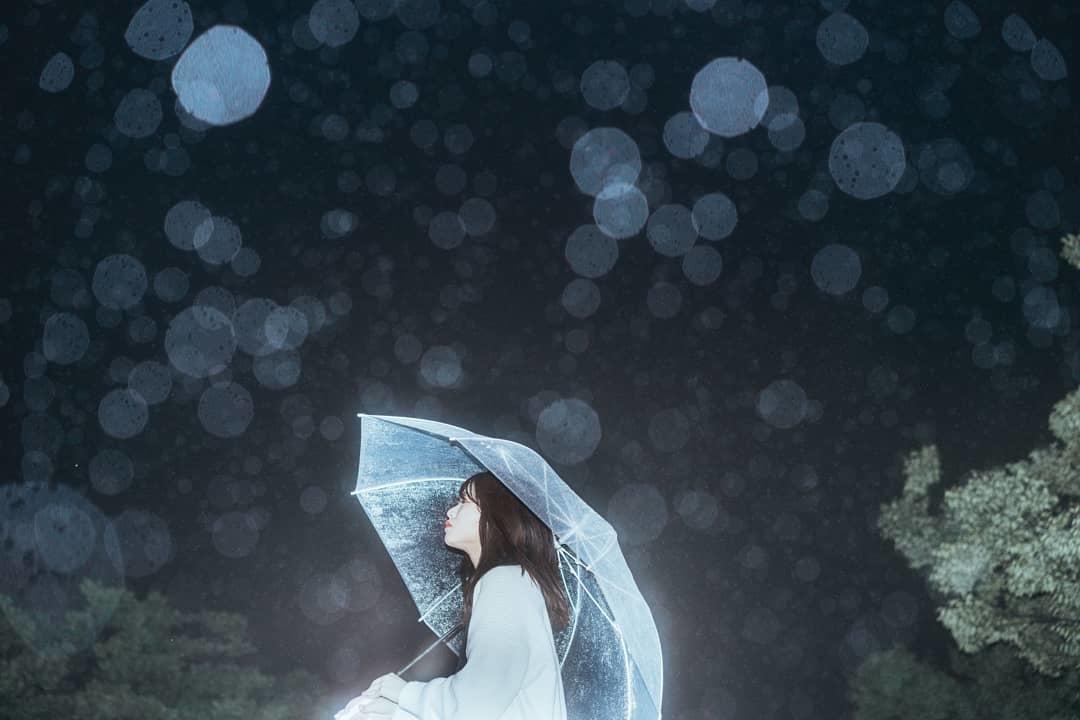 人間の声がキレイに聞こえるのは傘の中?凍てつく'冬の雨'だからできる相合傘テク