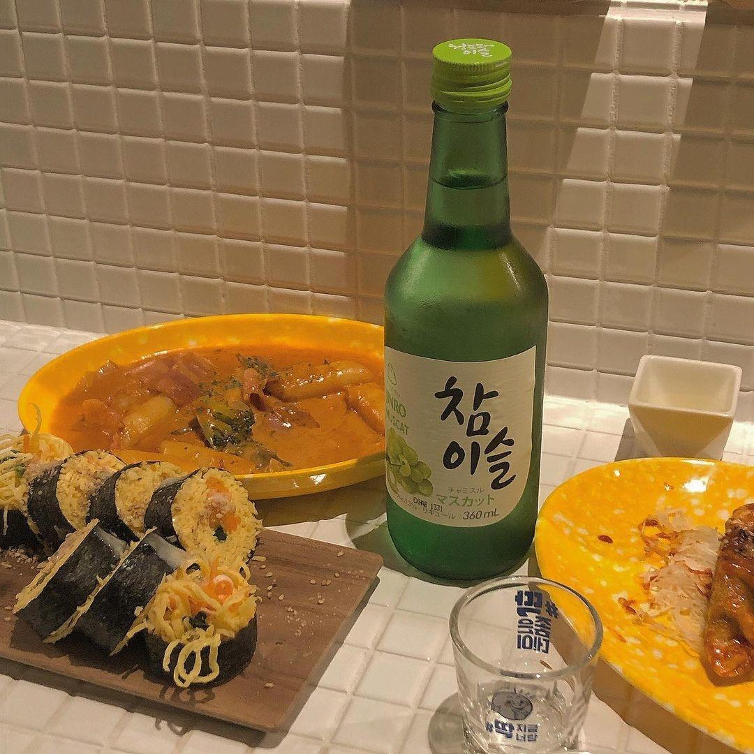 韓ドラでよく見る緑色の瓶。「チャミスル」の魅力を知って、韓国っぽ飲みをマスター♡
