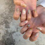 肌に馴染んで素敵な指先へ導いてくれる。優しい色味のナチュラルネイルdesign集