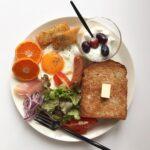 お米の陣vsパンの陣。プレートで挑む、憧れの「#朝ごはんの記録」づくり