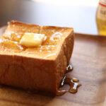 おうちで喫茶店やカフェみたいなトーストを。ボリュームたっぷり厚切りトーストレシピ