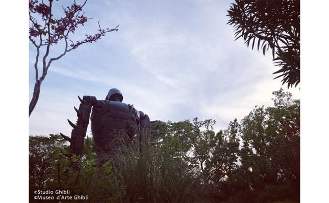 屋上にいるロボット兵