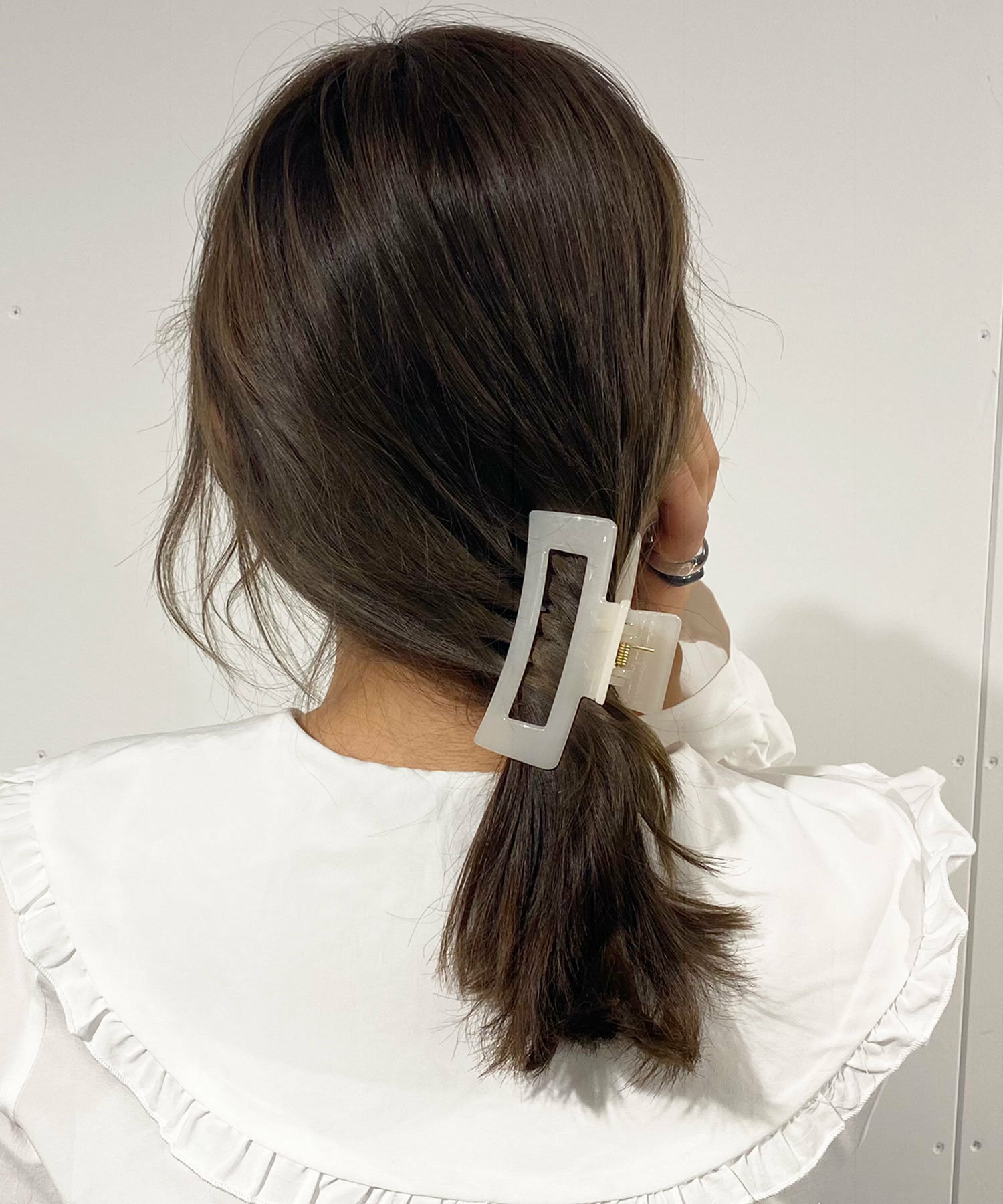 二|クリップでさっとまとめるヘアアレンジ