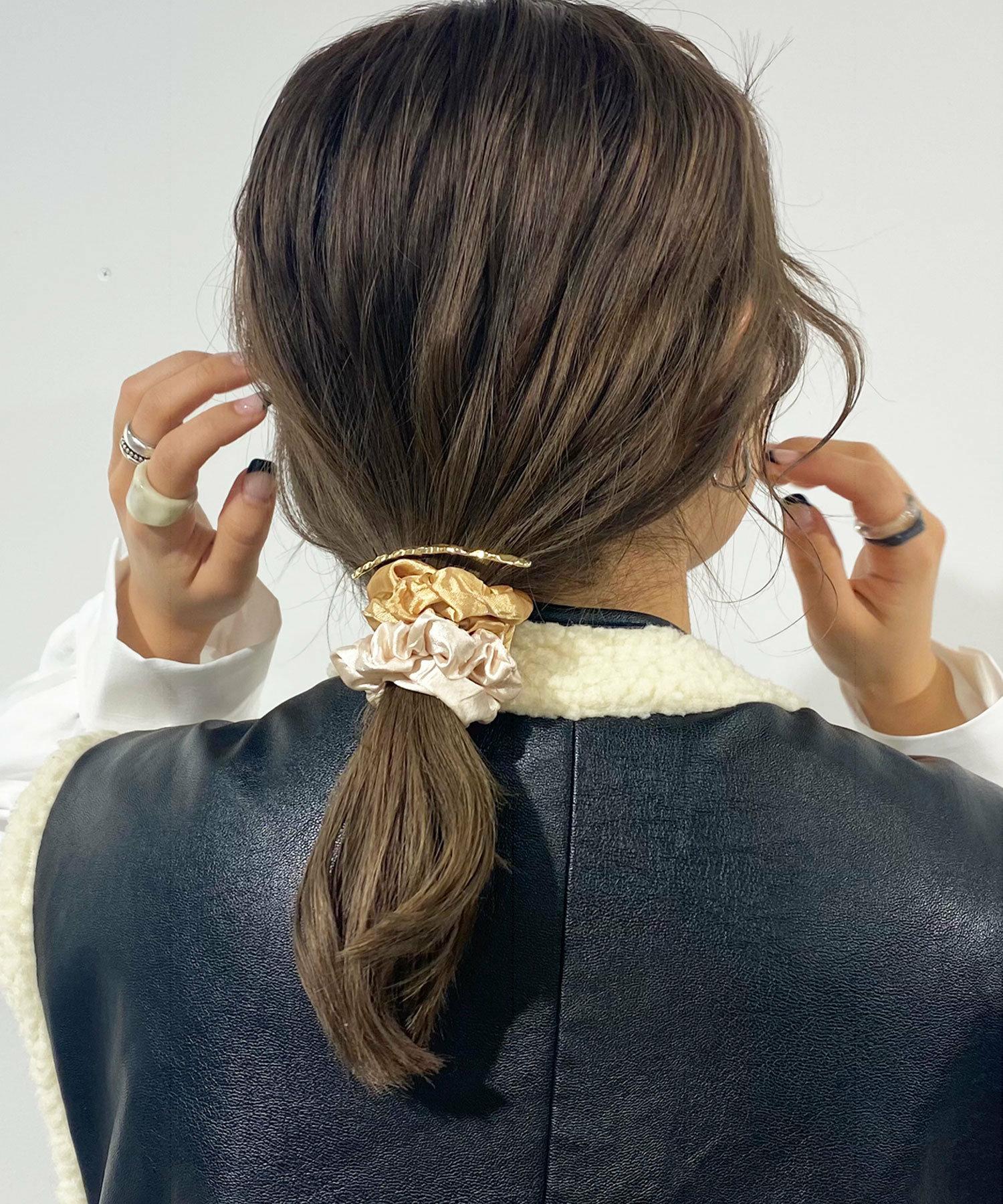 三|シュシュの贅沢重ねヘアアレンジ